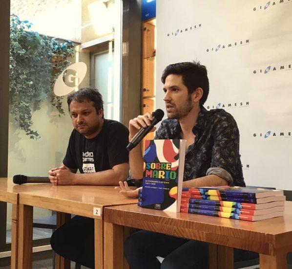 """Adrián Suárez: """"Os maletíns na industria non existen, pero os medios están intoxicados polo que definimos como produto"""""""